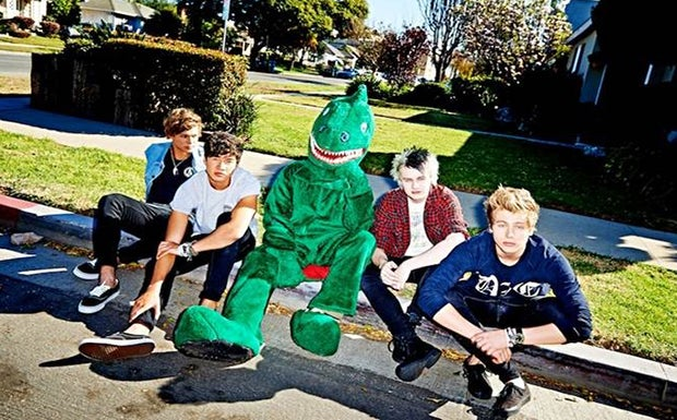 5sos rock out with your socks out tour kfc yum center m4hsunfo