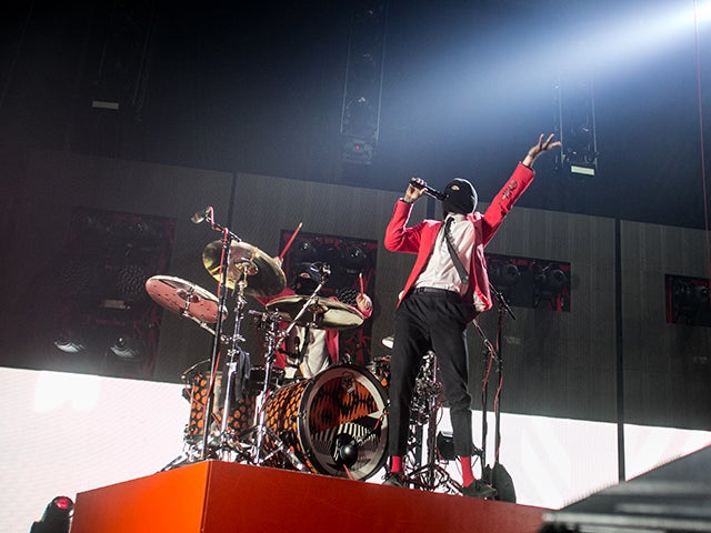 "Twenty One Pilots ""Emotional Roadshow"""